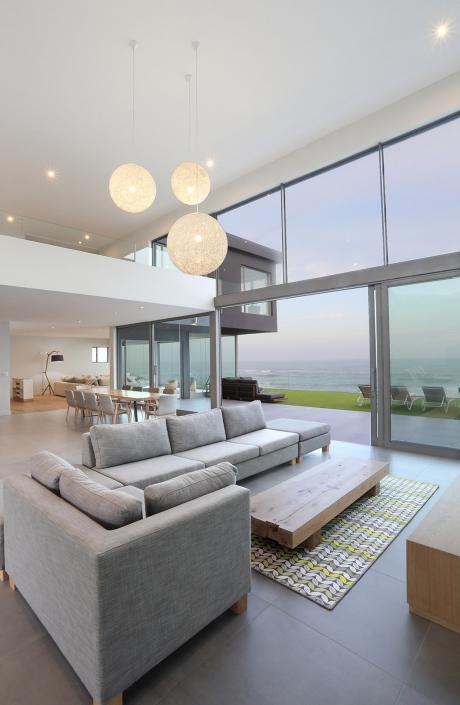 House Hisquin - Dusk Lounge View